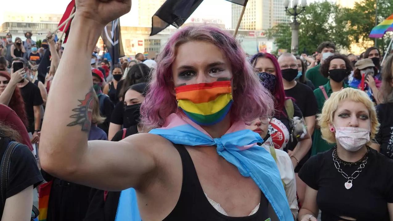 """Ciudad polaca vota por eliminar ley que los declaraba """"zona libre de LGBT"""""""