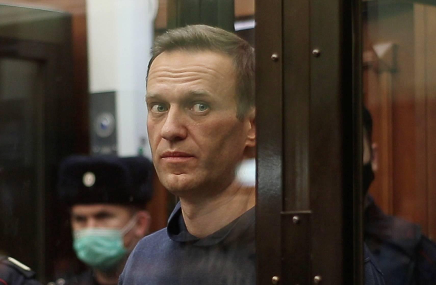 Rusia: Condenan a tres años y medio de prisión a Alexei Navalny