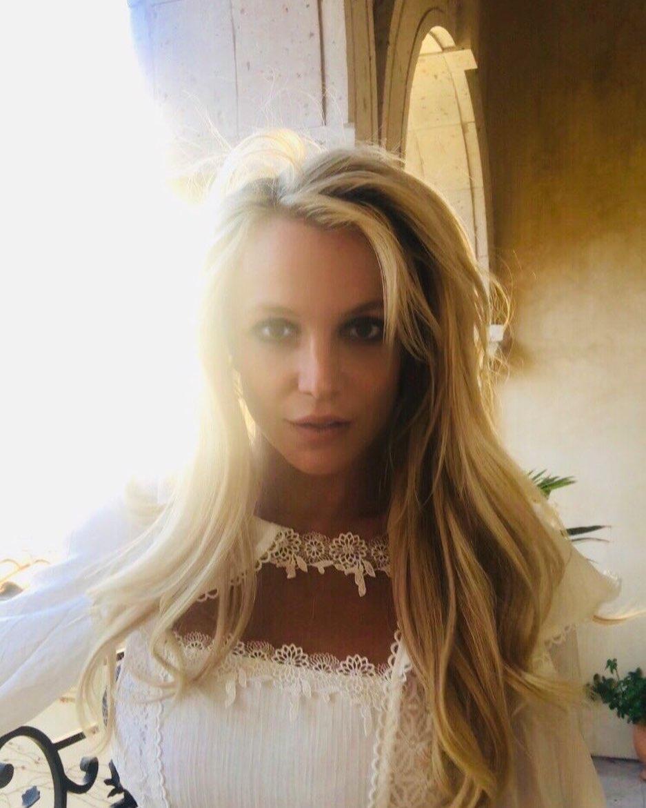 """La manager de redes sociales de Britney Spears niega que la artista esté """"pidiendo ayuda"""" en sus posts"""
