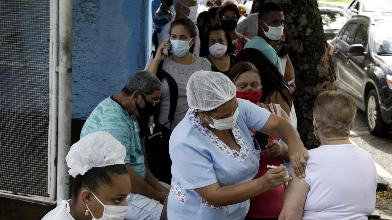 Coronavirus: Detenidas enfermeras en Brasil por vacunar con jeringas vacías; Argentina aprueba vacuna Sinopharm