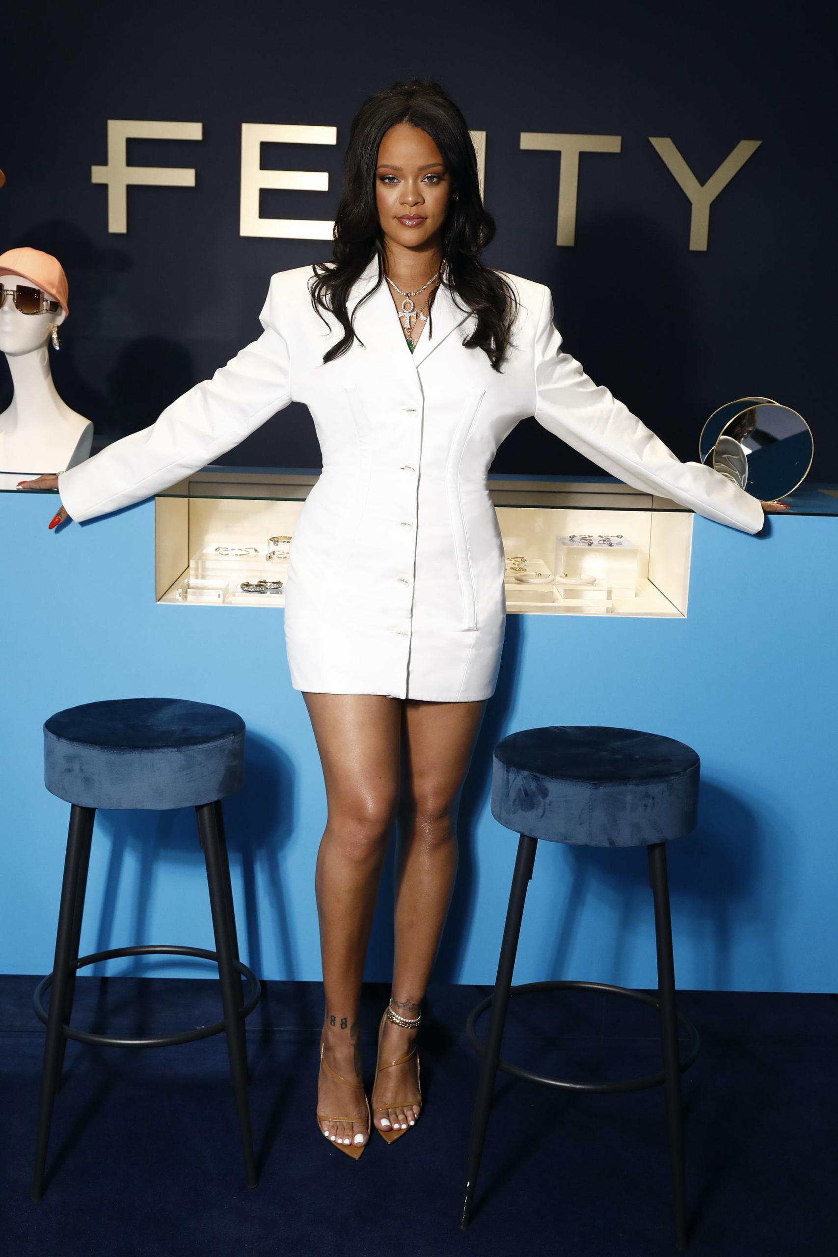 Rihanna y LVMH suspenden operaciones de la línea de ropa FENTY de manera indefinida