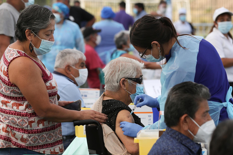 """Coronavirus: Chile alcanza más de 5 mil contagios en 24 horas; Bolsonaro dice que Brasil debe """"dejar el lloriqueo"""" por la pandemia"""