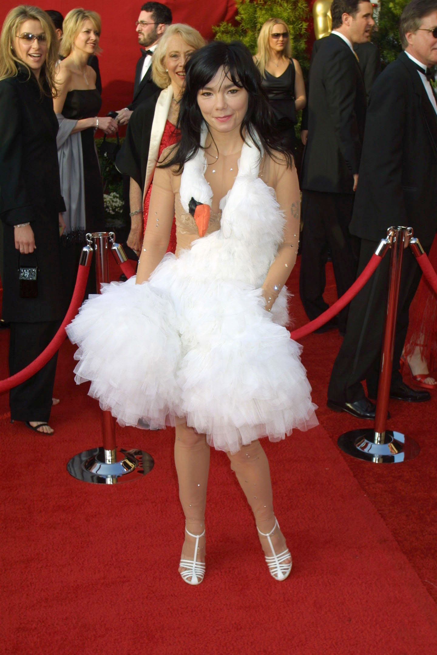 Hace 20 años, Björk sacudió la alfombra roja de los Oscars con este icónico vestido