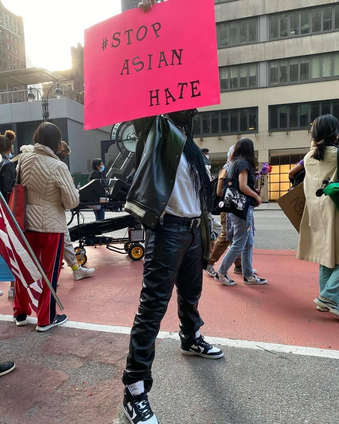 Rihanna protestó de forma incógnita en una marcha contra el odio anti-asiático en NYC