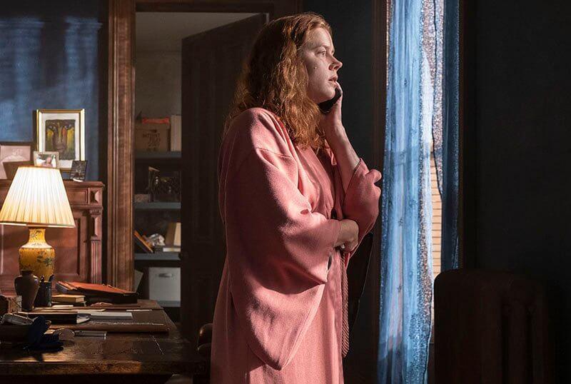 """Inspirado en Hitchcock, el trailer de """"The Woman in the Window"""" nos presenta un crimen intrigante con Amy Adams"""