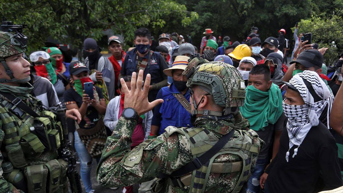 Colombia: Graves enfrentamientos entre civiles y la policía marcan la jornada de protestas en Cali
