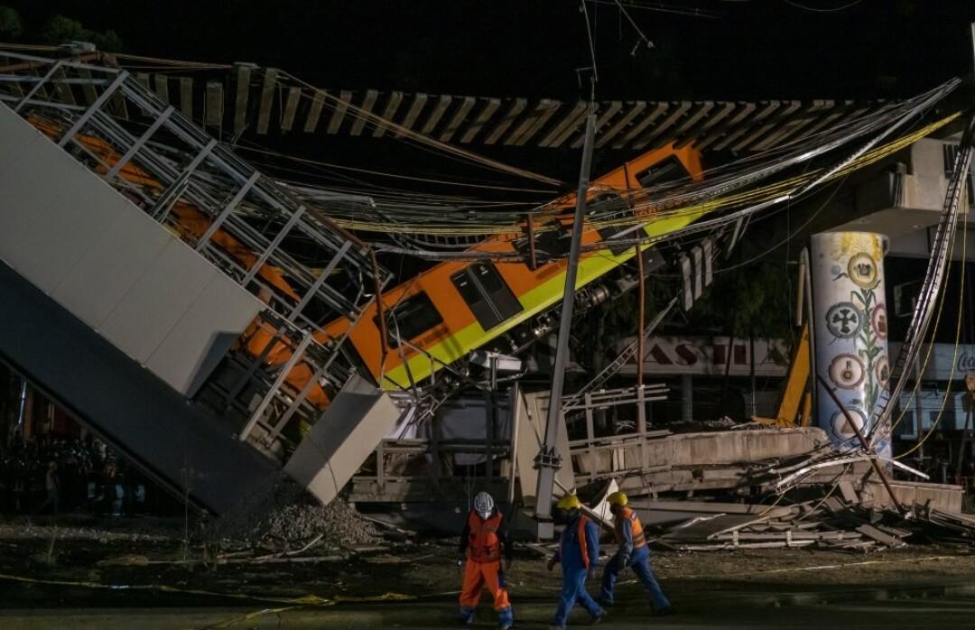 México: Se desploma puente de la línea 12 del Metro de la CDMX causando la muerte de al menos 23 personas