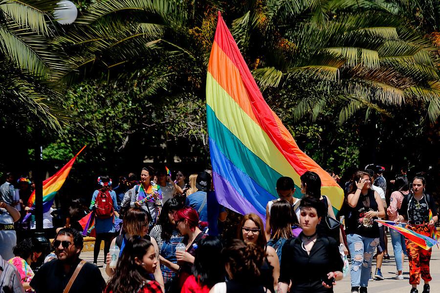 Chile: Las 5 claves de la ley de matrimonio igualitario que Sebastián Piñera quiere aprobar