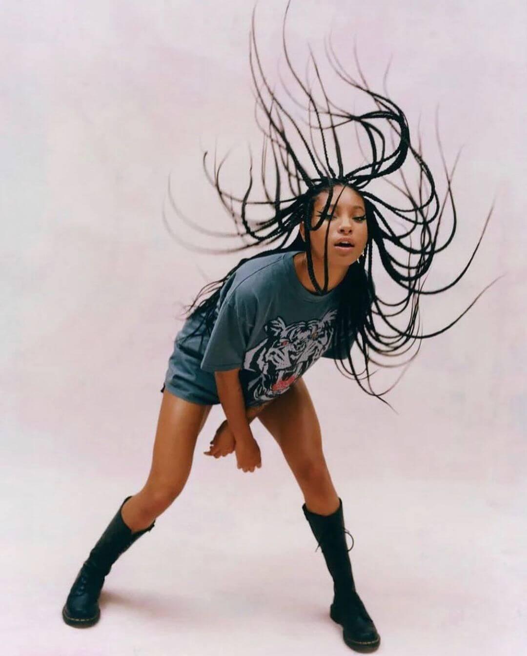 MOR.BO RIOT: Willow, la zoomer icónica que protagoniza el revival del punk de los 2000s