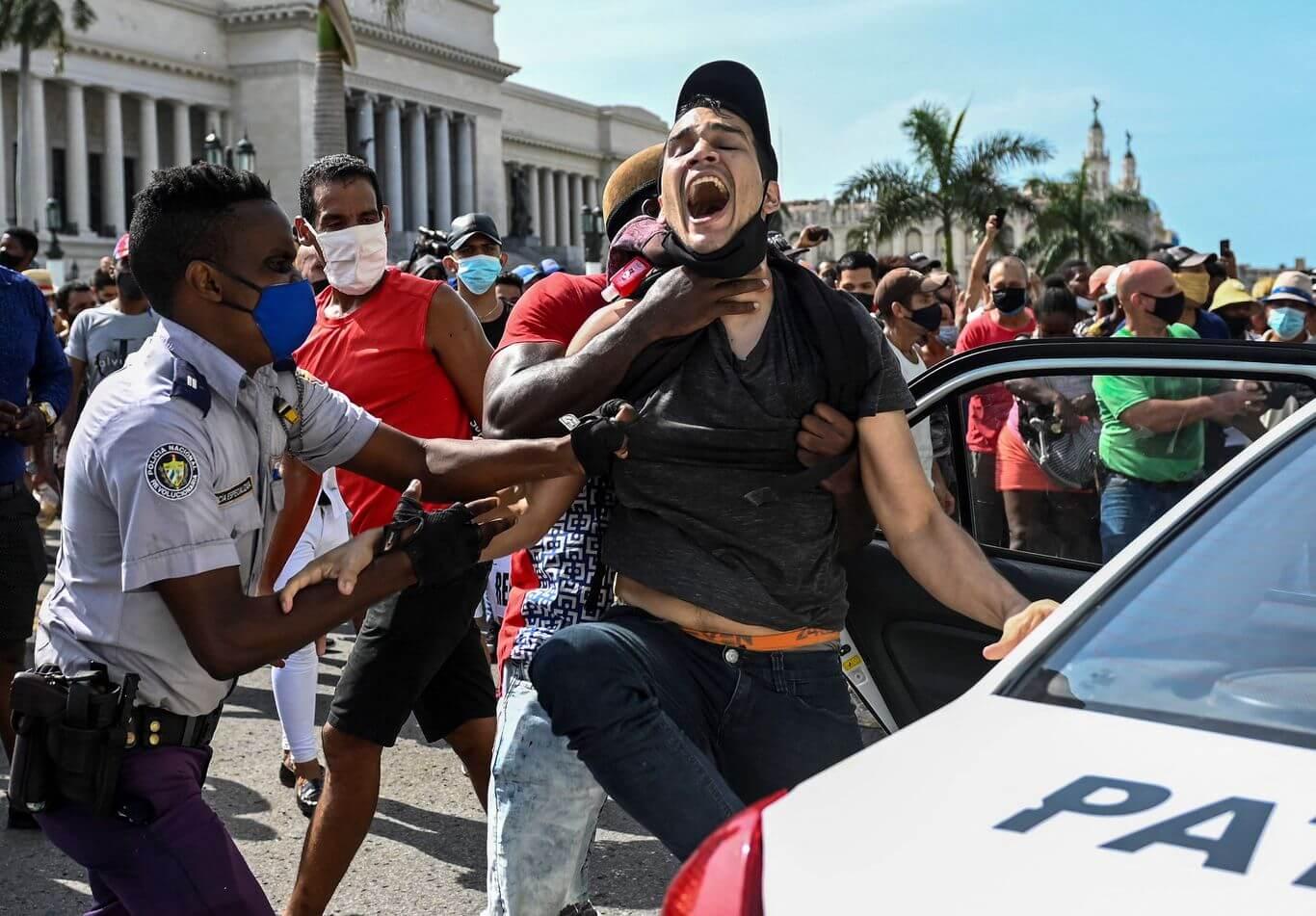 Cuba: Denuncias de detenciones arbitrarias y cortes de Internet en la isla tras multitudinarias protestas