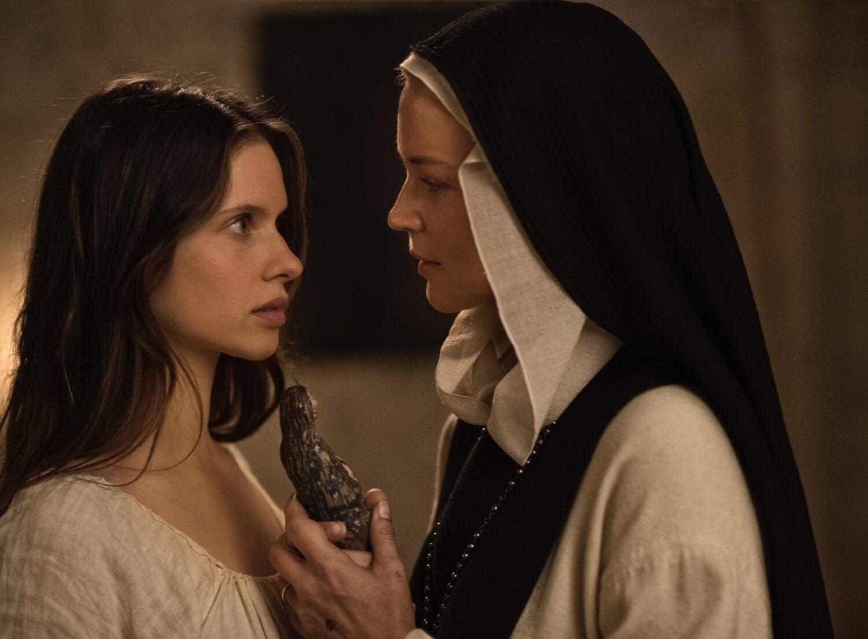 """Cannes: """"Benedetta"""", la nueva película de Paul Verhoeven, causa polémica por un dildo de la Virgen María"""