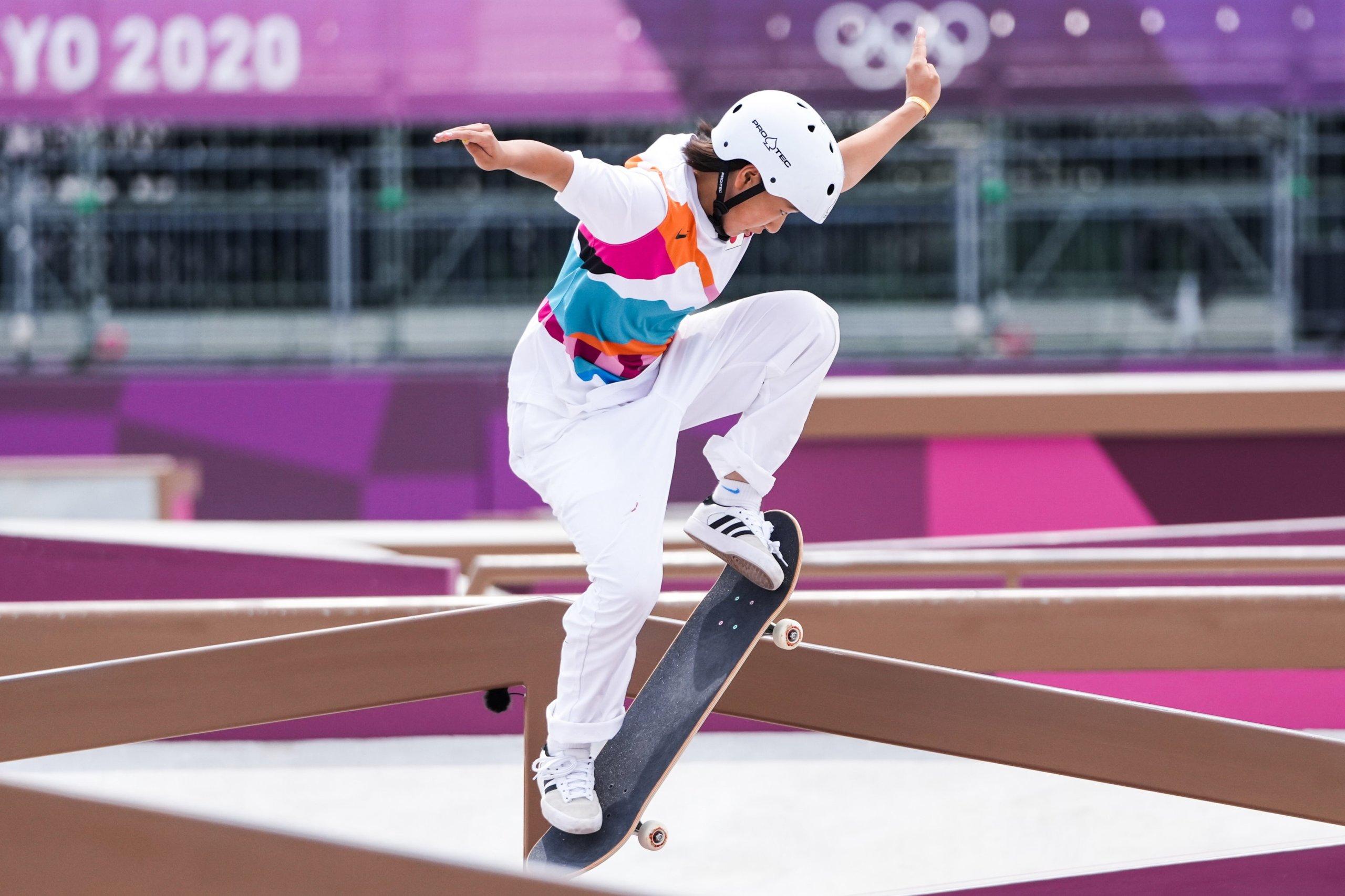 La japonesa Momiji Nishiya, de 13 años, logra el oro olímpico en el skateboarding