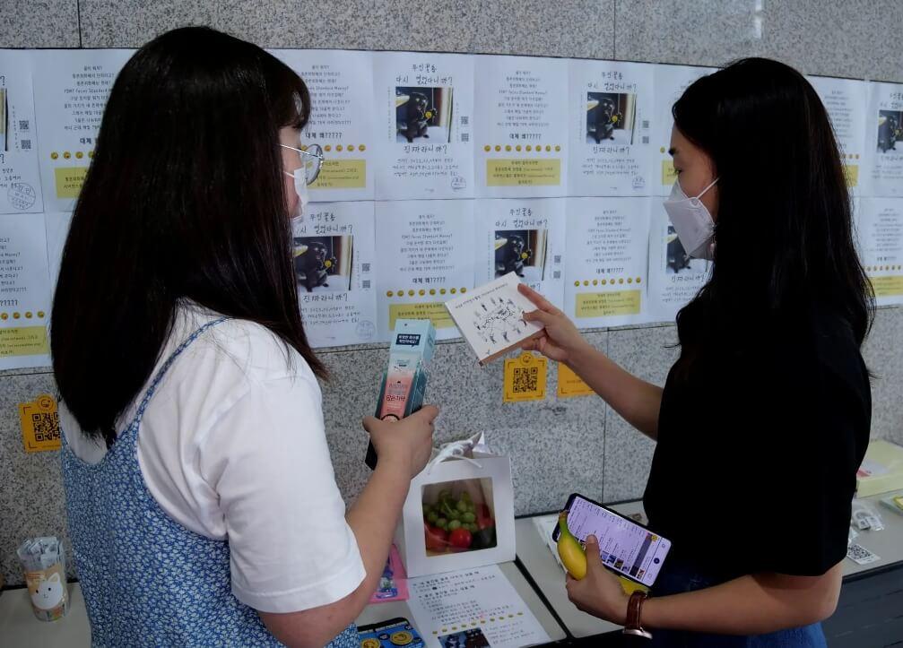 Este inodoro surcoreano da energía a un edificio universitario y te permite comprar comida y libros después de defecar