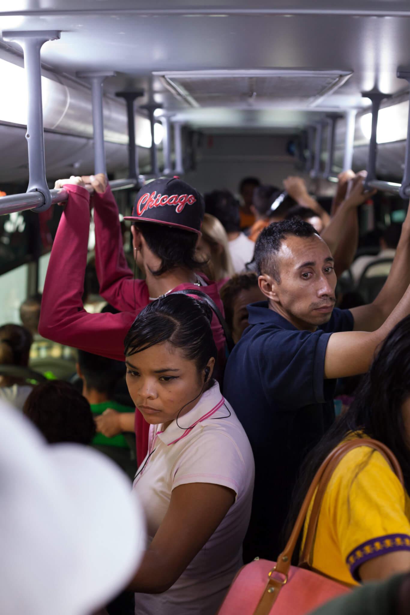 """""""Suburban Bus"""". Fotografía: Alejandro Cartagena"""