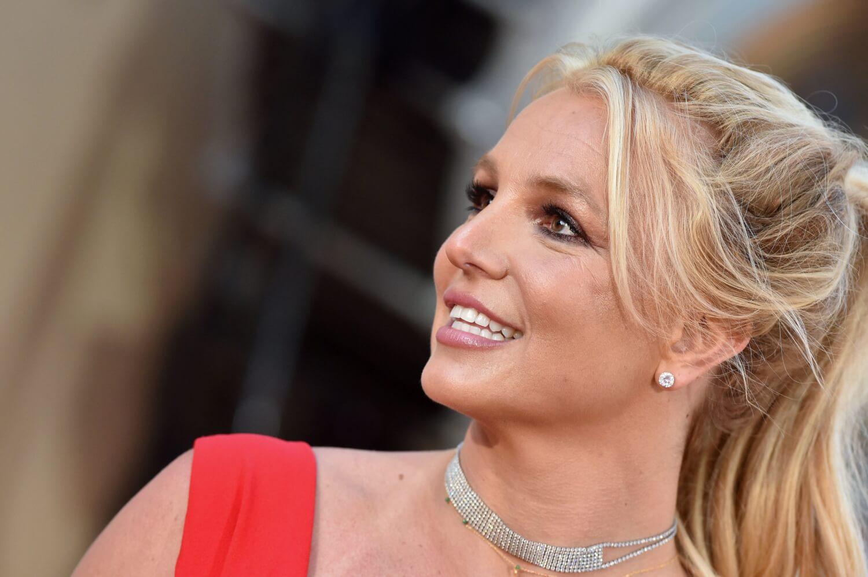 """Britney Spears contrata un nuevo abogado y pide """"deshacerse"""" de su padre como tutor en nueva audiencia"""