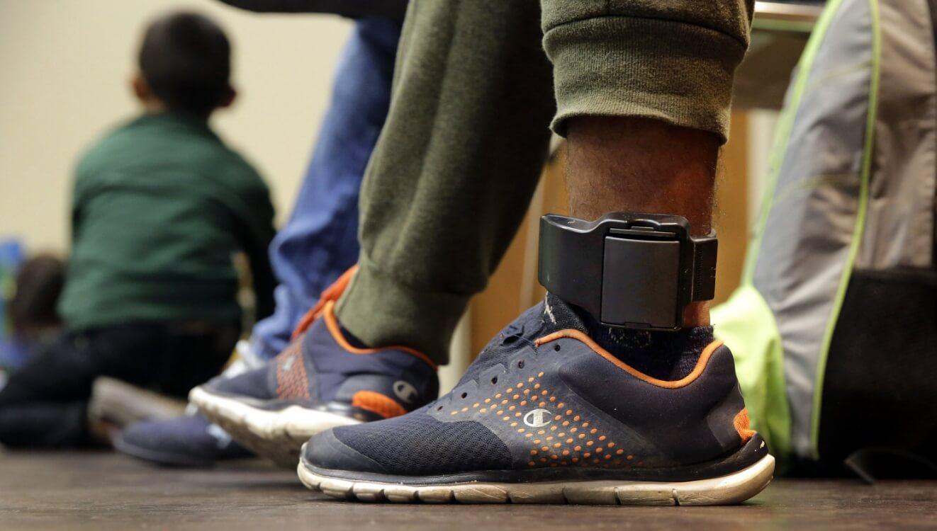 Chile: Nueva ley permite monitorear con tobilleras electrónicas a acusados de violencia intrafamiliar con prohibición de acercamiento a víctimas