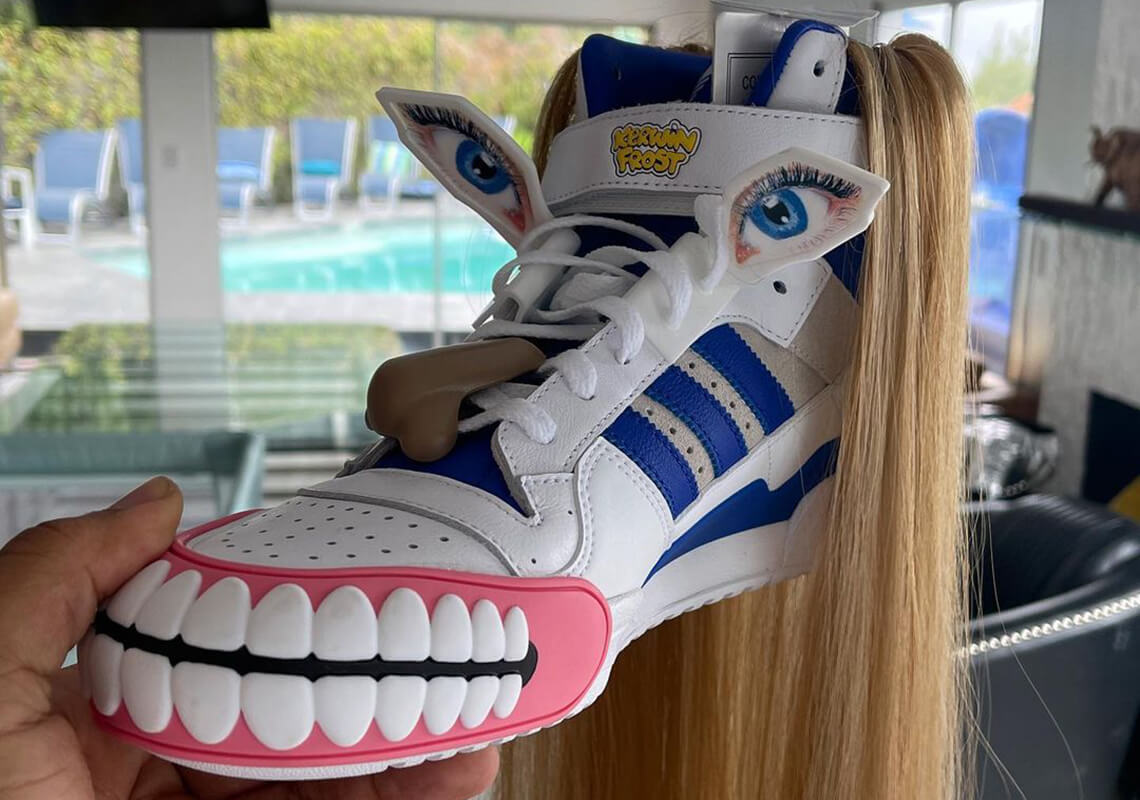 La nueva collab de Kerwin Frost y adidas es una zapatilla con cabellos, ojos y dientes