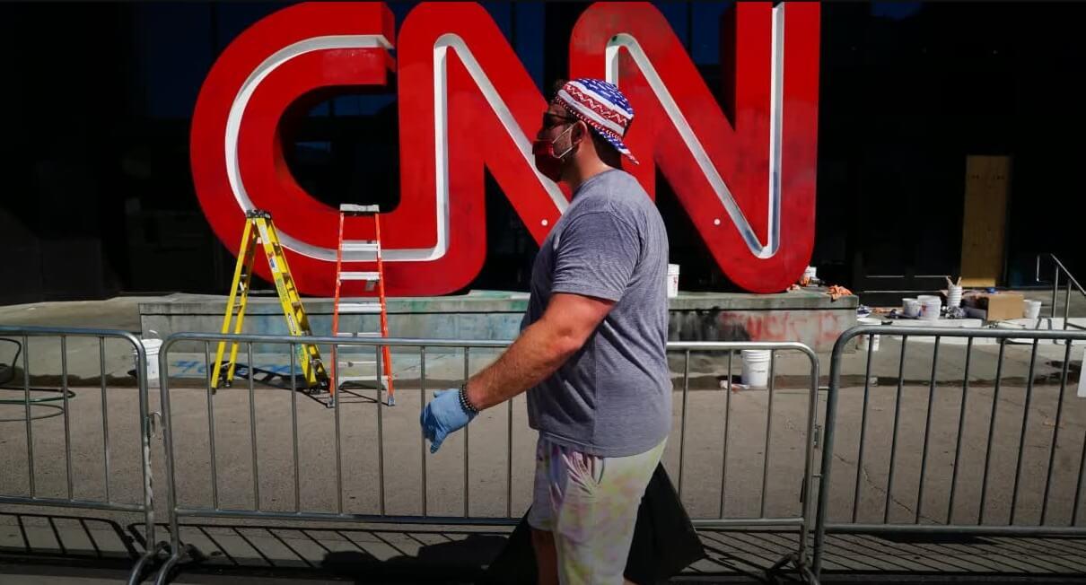 """""""Tolerancia cero"""": CNN despidió a tres empleados que fueron a trabajar sin vacunarse"""