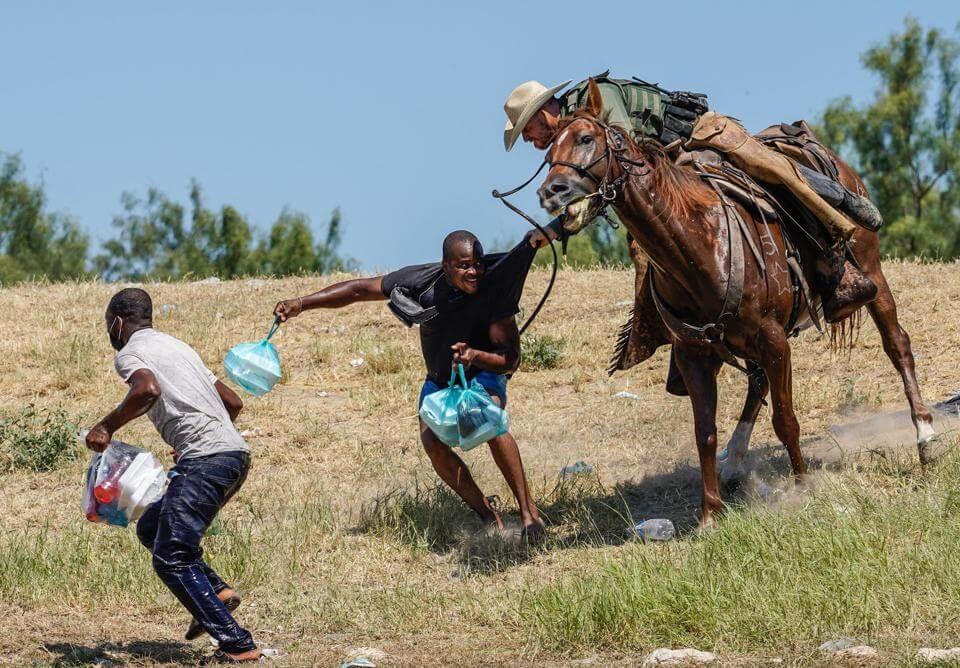 Las impactantes imágenes de los agentes fronterizos de EE.UU. persiguiendo a inmigrantes haitianos y que causaron controversia