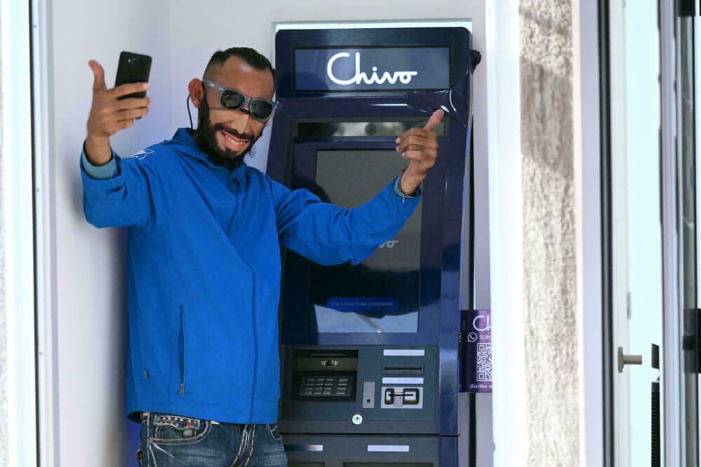 El bitcoin avanza en El Salvador con 500.000 usuarios y cajeros automáticos en EE.UU.