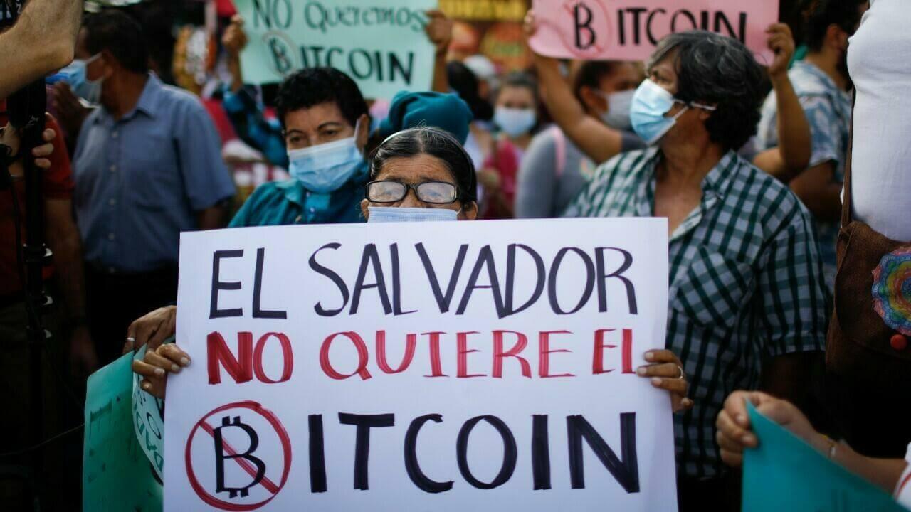El Salvador: Miles de personas protestaron contra el gobierno de Nayib Bukele y el bitcoin