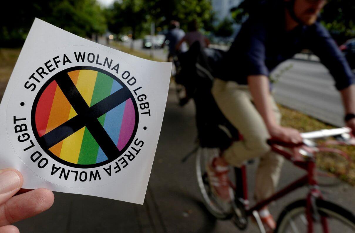 """Una región polaca retira su estatus de """"zona libre de LGBT"""" por miedo de perder financiamiento de la UE"""