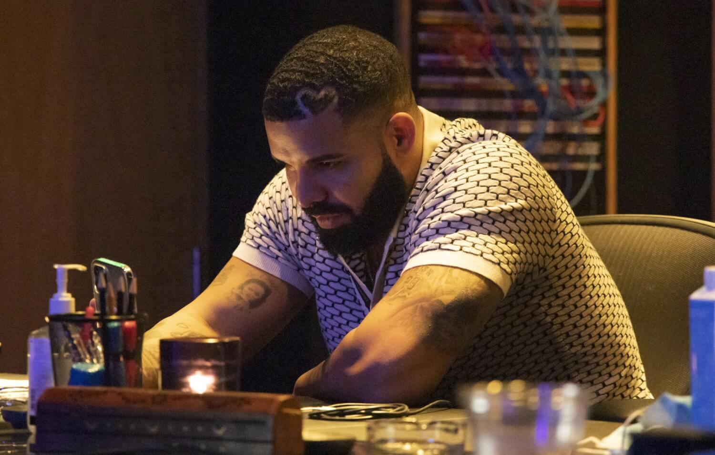 """Tras recibir críticas, un productor de Drake dice que el equipo """"se vio obligado a dar crédito"""" a R. Kelly en """"Certified Lover Boy"""""""