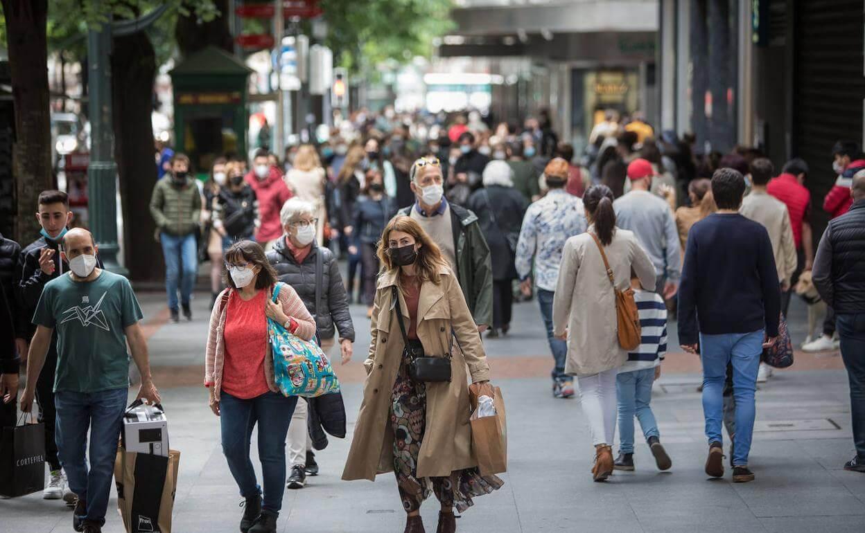 Argentina flexibiliza medidas contra la pandemia: ya no requerirá mascarillas al aire libre y abrirá fronteras a extranjeros