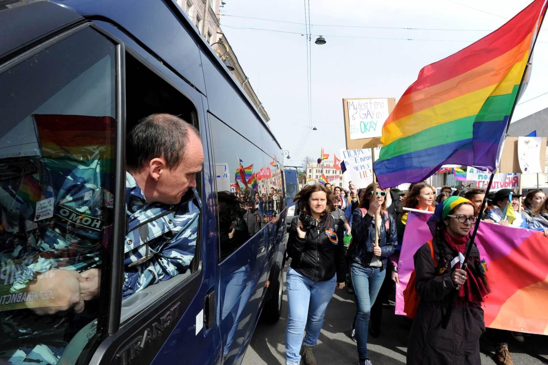 """Rusia quiere calificar de """"extremistas"""" a movimientos LGBTQI+ y feministas"""